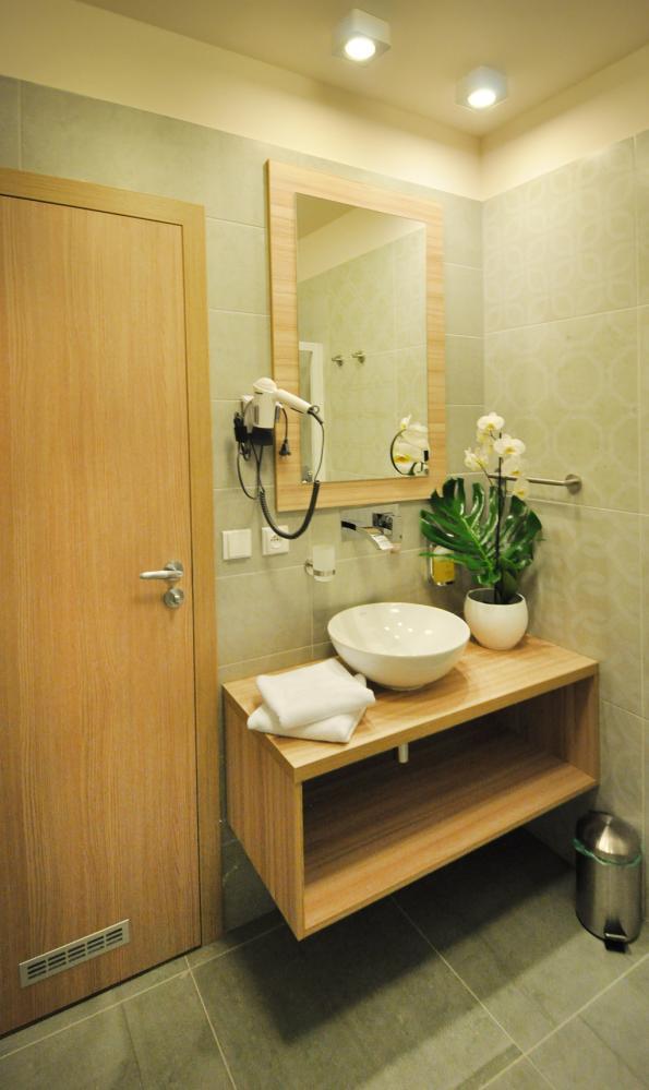 Koupelna v hotelovém pokoji