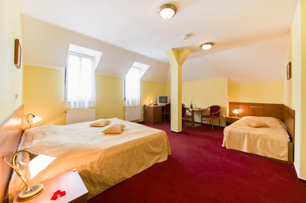 Třílůžkový pokoj v hotelu Podhrad
