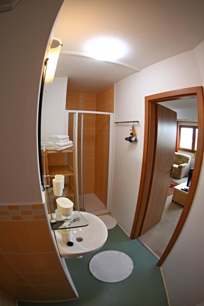 koupelna dvoulůžkové apartmá