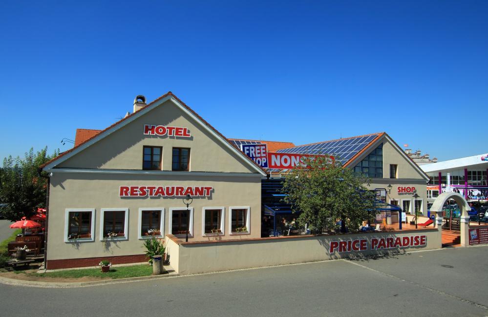 Hotel FreeShop, Hatě
