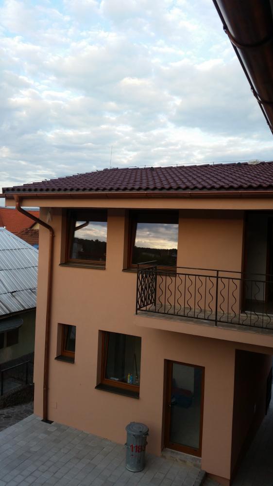 Pohľad z terasy na apartmány