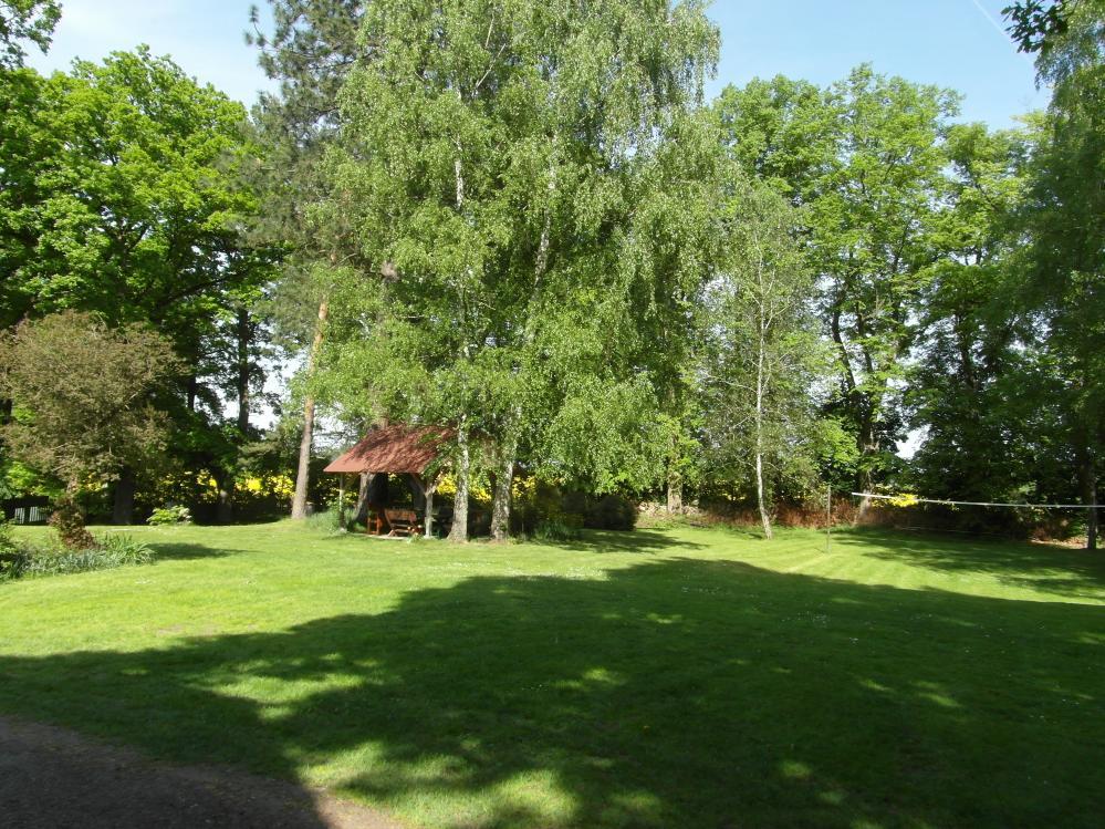 Rozlehlá zahrada,penzion Fořtovna,Písecko,jižní Čechy