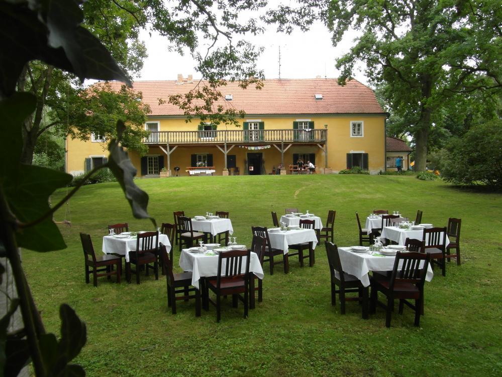Ve stínu korun,zahradní slavnost penzionu Fořtovna,Písecko,jižní Čechy