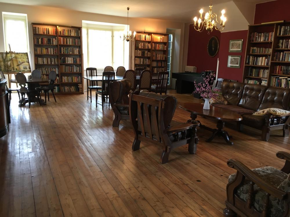 Knihovna, penzion Fořtovna Cerhonice