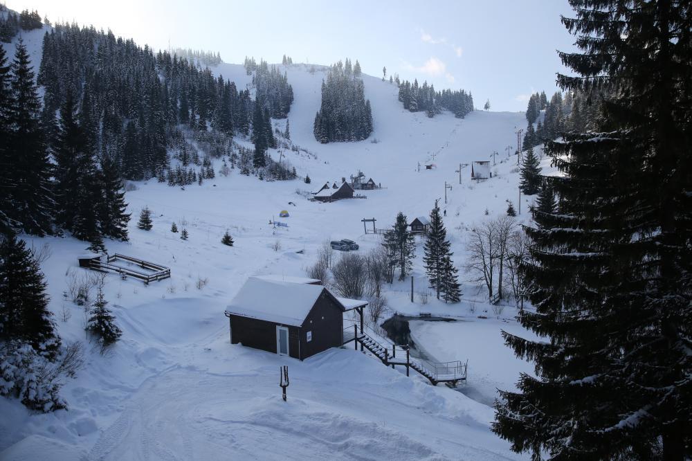 Výhľad z chaty na svahy Čertovice