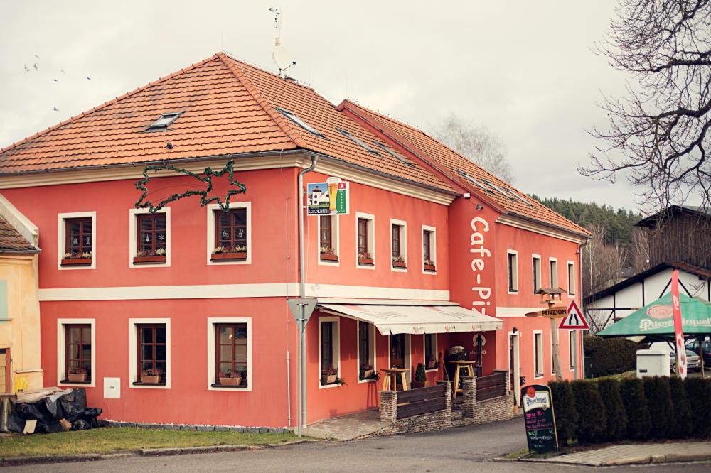 Cafe Pizza a Penzion Pod kostelem