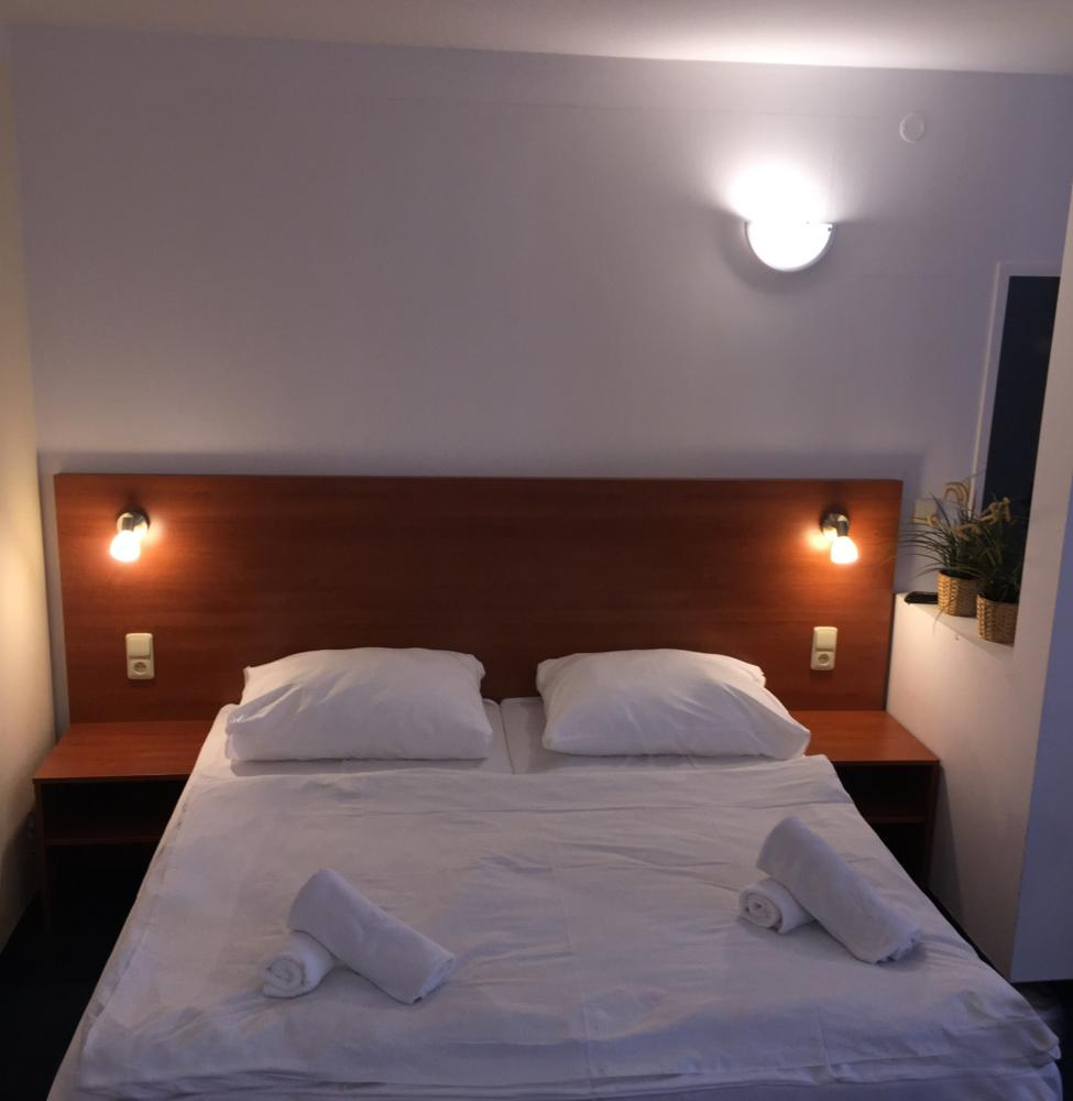 HOTEL ELMA, Srbsko u Karlštejna