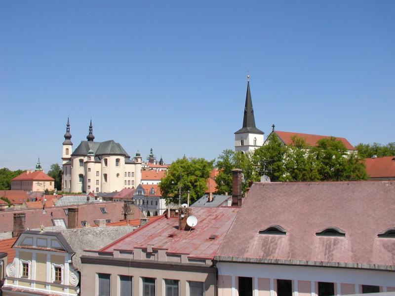Vyhlídka na historickou část města ze skleněné terasy