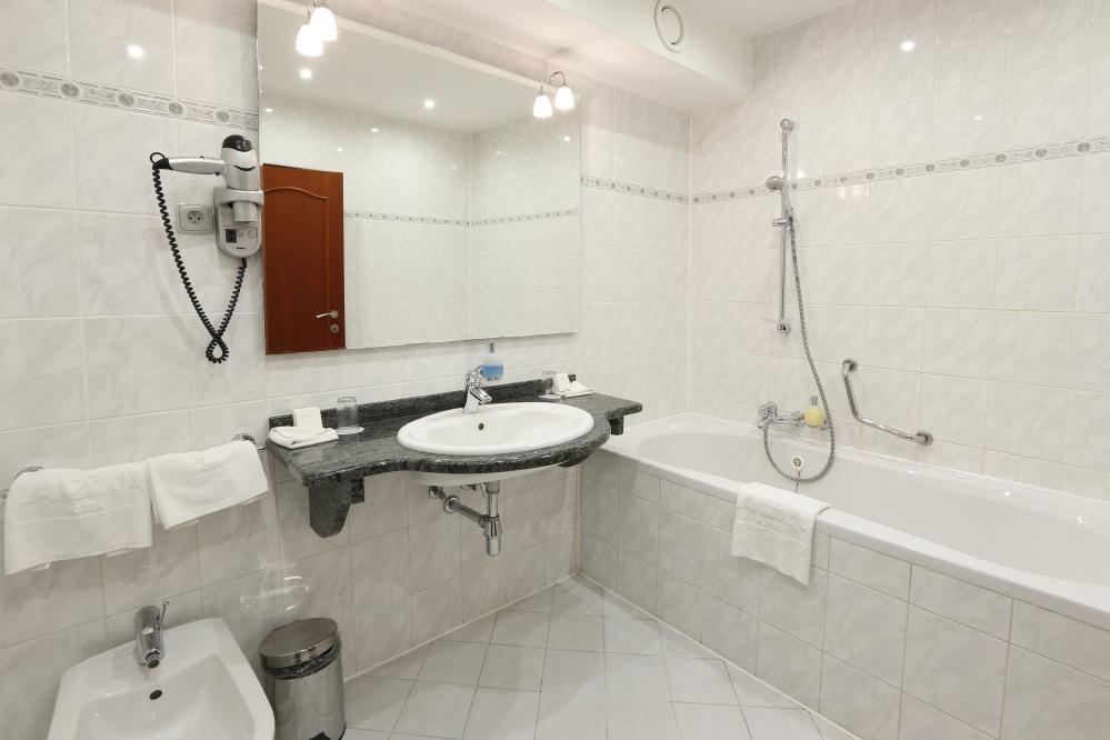 Velký dvoulůžkový pokoj - koupelna