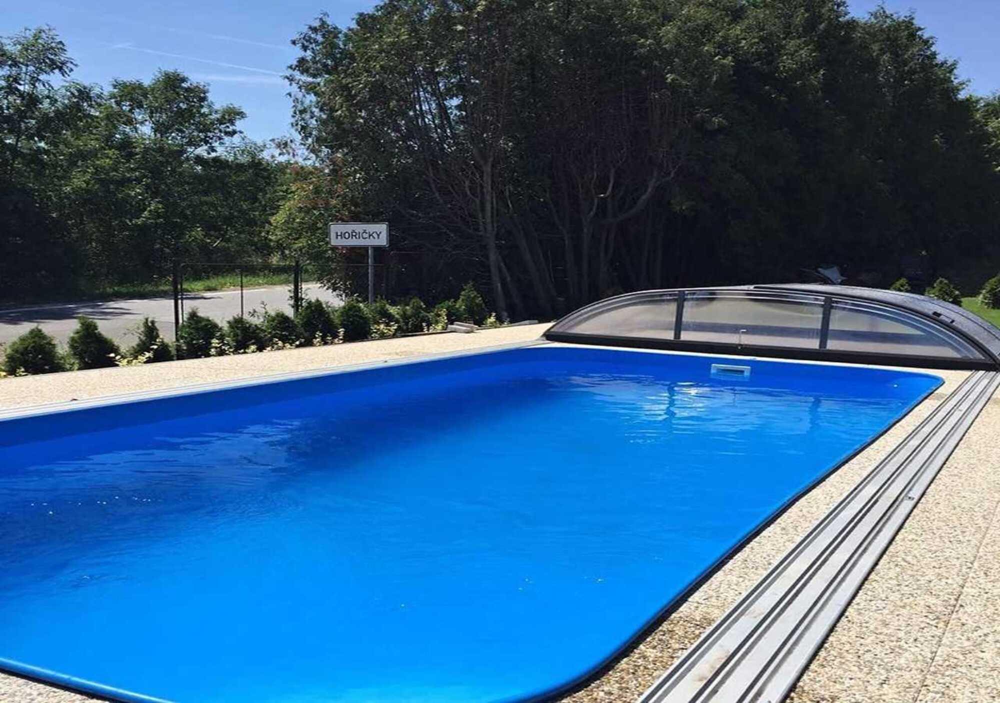 Vyhřívaný bazén - Vila Hořičky