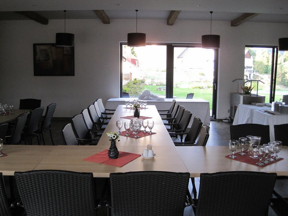 uspořádání stolů