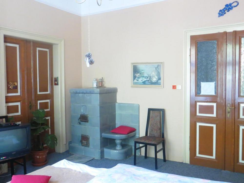 ložnice II- dvěře (vpravo) do předsíně