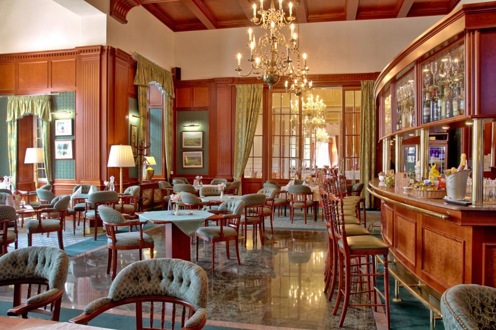 Esplanade lobby bar