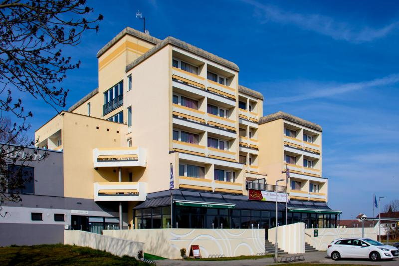 Hotel LUCIA ***