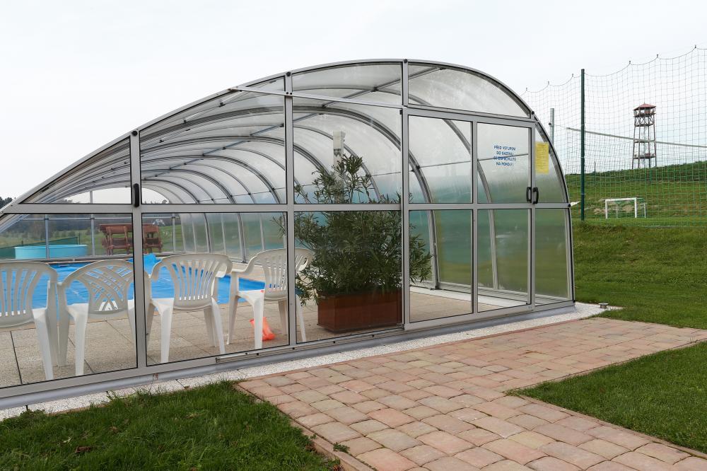 Solárně vyhřívanuý bazén se slanou vodou