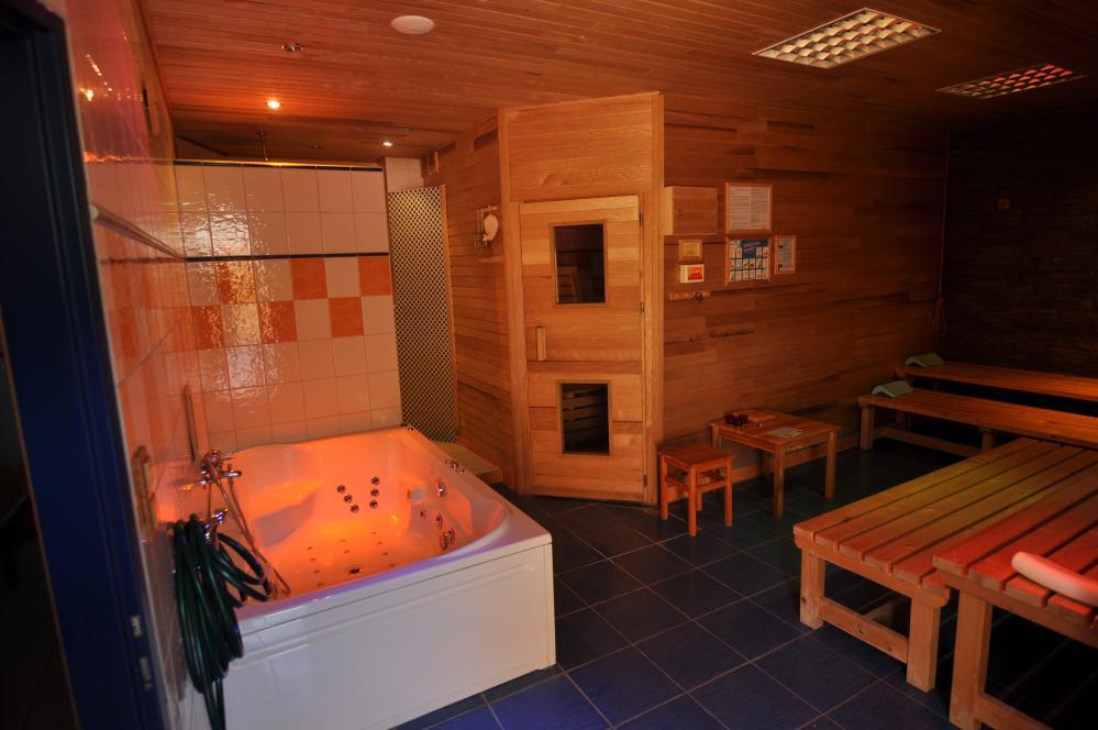 sauna+ hyromasážní vana