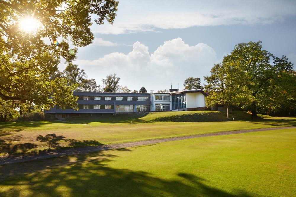 Pohled z golfového hřiště na hotel