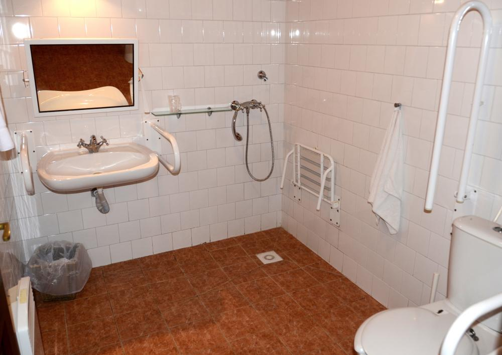 Bezbariérový pokoj - koupelna