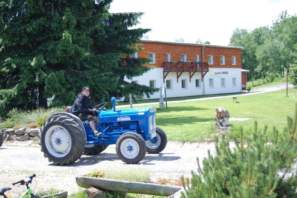 Sraz traktorů v cyklopointu na penzionu