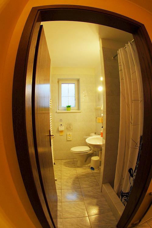 koupelna dvoulůžkového pokoje č.2