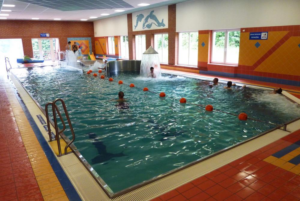 krytý bazén v RelaxCentru (700 m od penzionu)