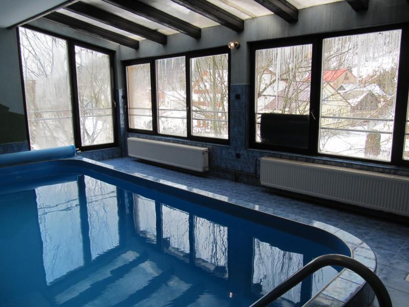 Bazén s protiprúdom. Hĺbka 1,4m