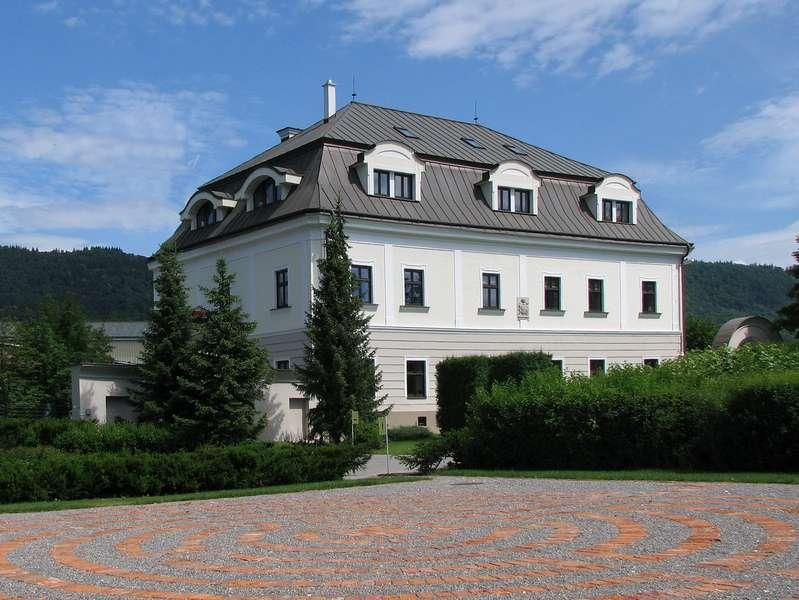 Villa Nečas - starý profil