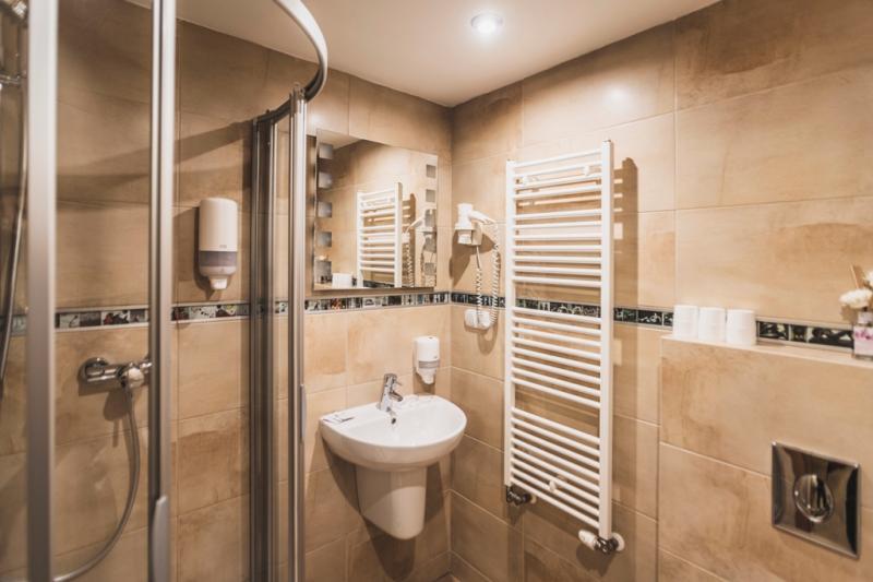 kúpeľňa - Rodin 3-lôžková Standard s manželskou posteľou +1 lôžkom