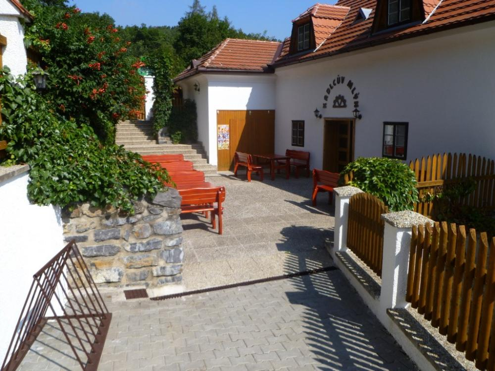 Restaurace a pension Kadlcův mlýn