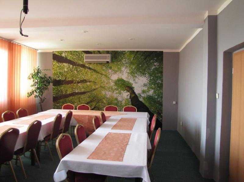 konferenč. miestnosť prízemie