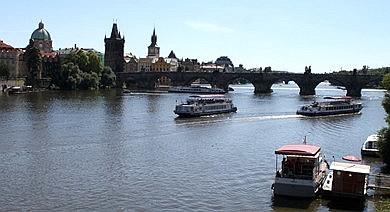 Centrum Prahy doporučujeme proplouvat v dopoledních hodinách
