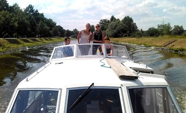 Viking 1000 v Trojském plavebním kanálu