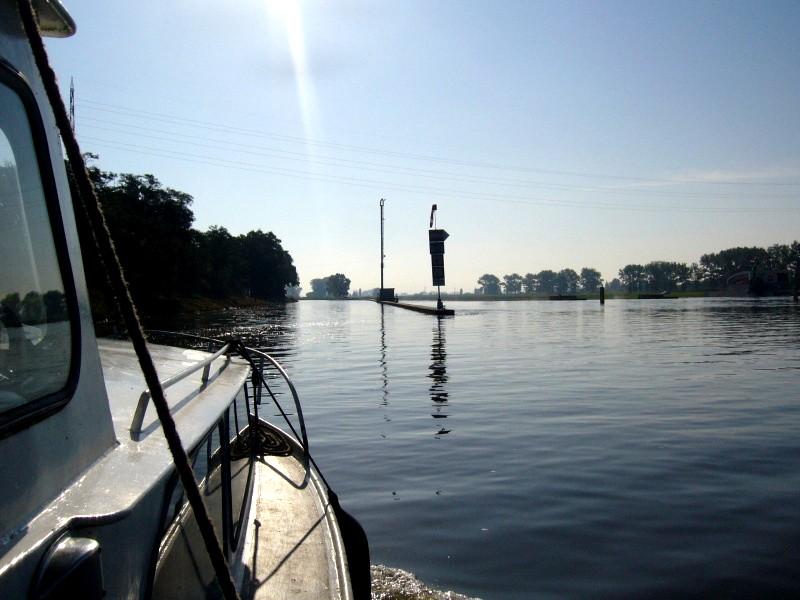 Vjezd do hořínského plavebního kanálu