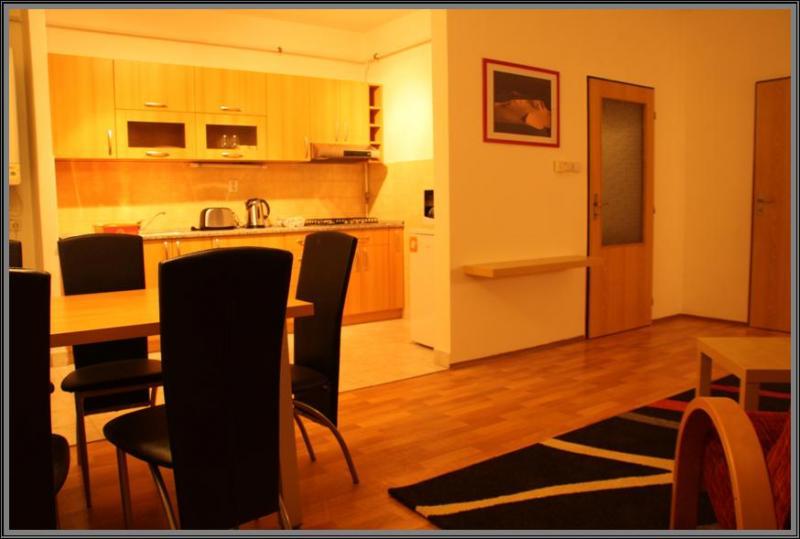 Apartmán - jídelna / kuchyň