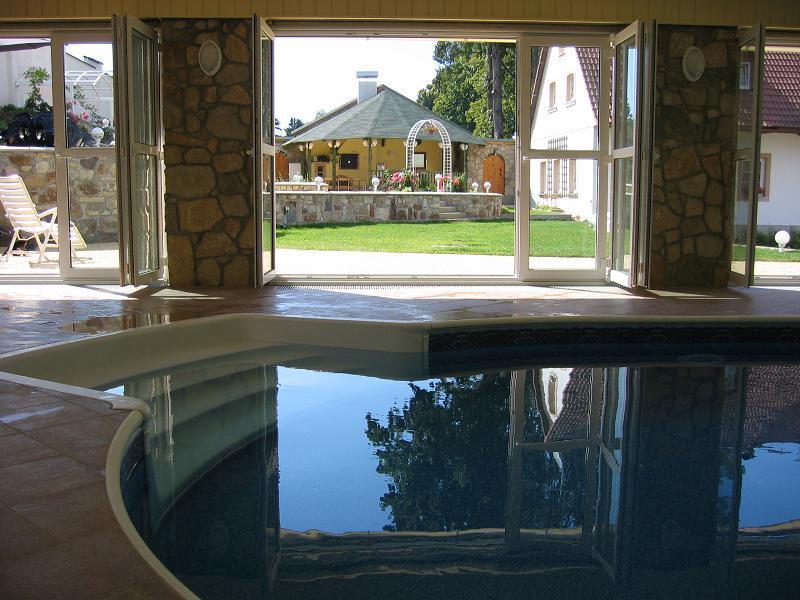 Pohled z bazénu
