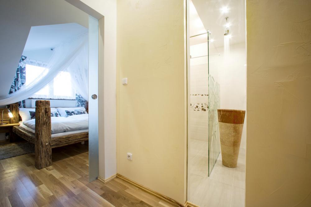 Superior King Apartment 4A
