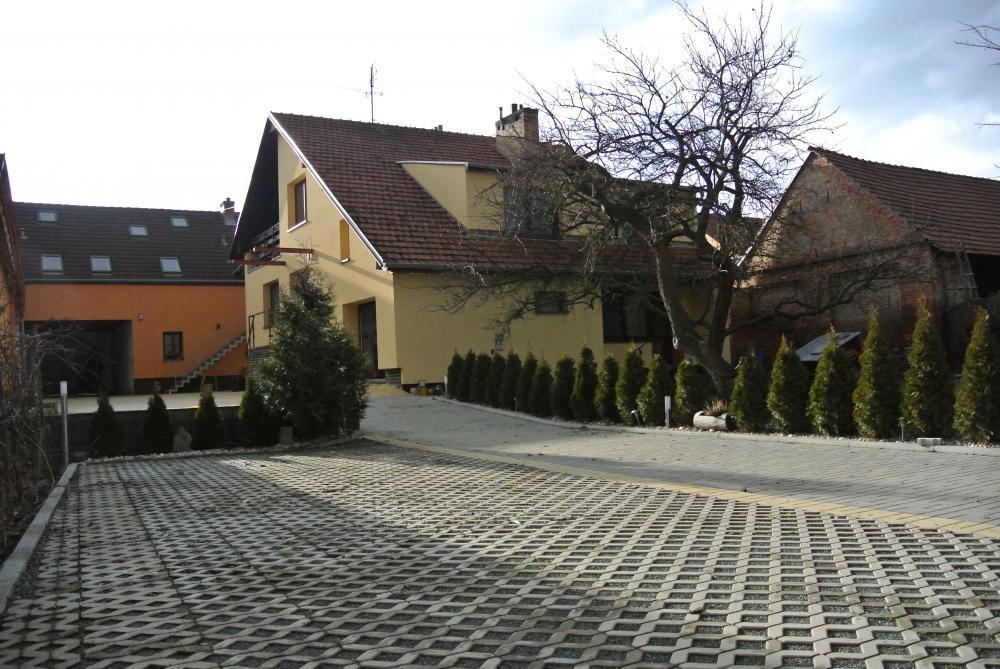 Spodní parkoviště