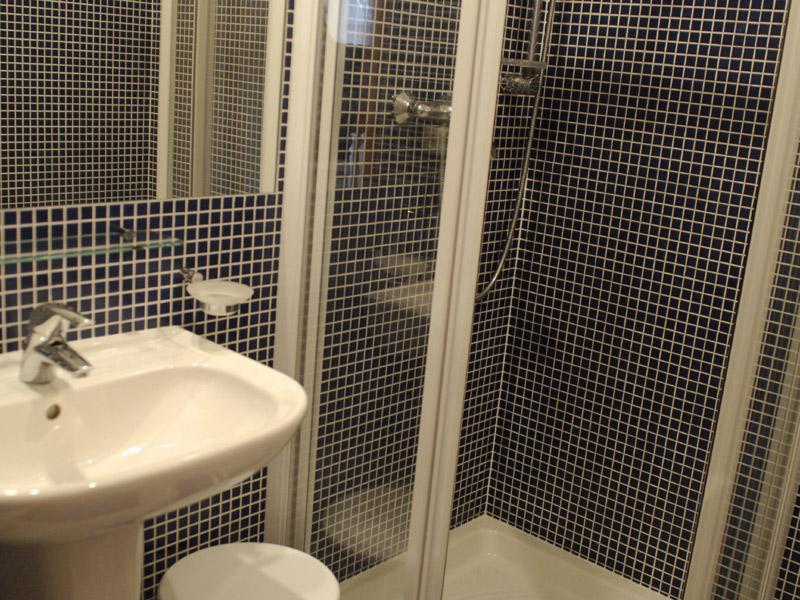 Apartmán se dvěma ložnicemi - koupelna