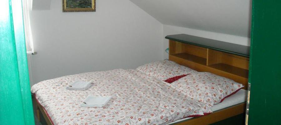 Čtyřlůžkový pokoj s dvěma ložnicemi