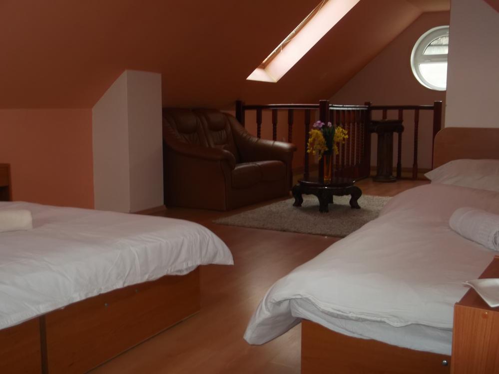 Trojlúžkový pokoj