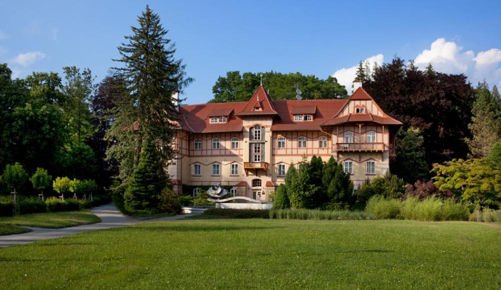 Hotel Jestřabí