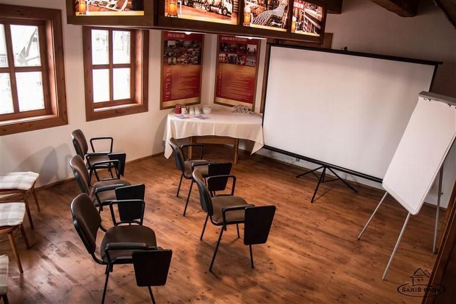 Miestnosť na školenia pri Humne