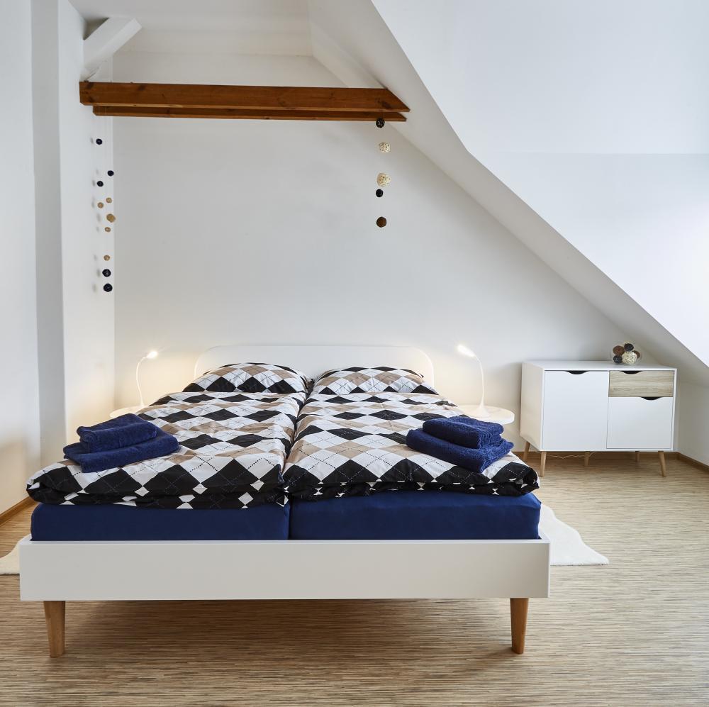 příjemné spaní v ložnici s arkýřem