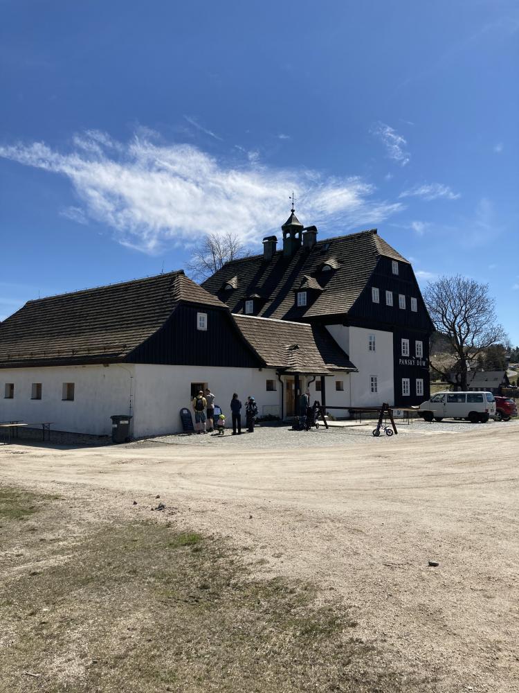 Panský dům na jaře