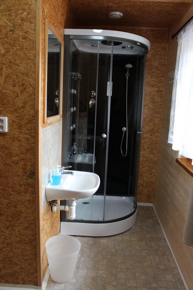 Koupelna včetně přebalovacího pultu