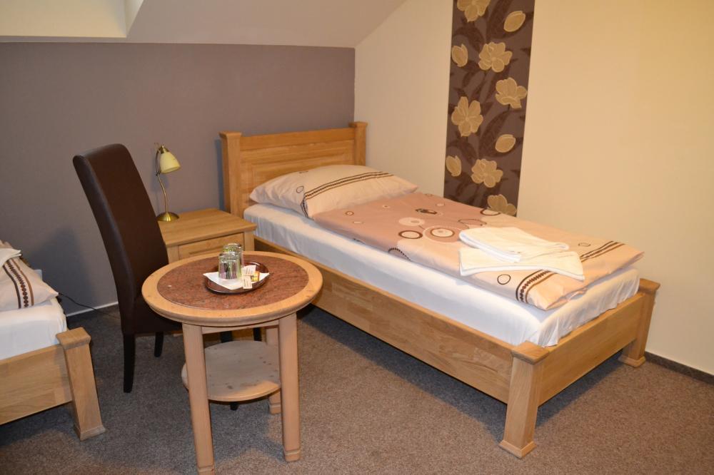 postel v pokoji č.2