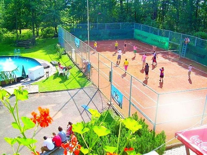 Penzion Heřmanice, tenisový kurt a další sportovní vyžití.
