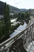 Výhled na město z balkónu