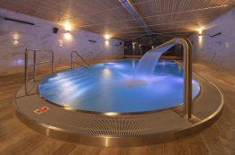 bazén s chrličem - *** Hotel Astra Unterkunft Spindleruv Mlyn