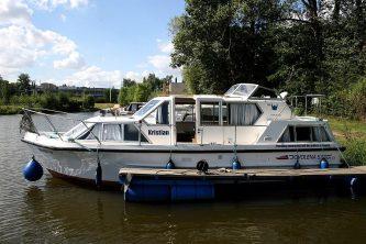 Viking 1000 připravený k vyplutí ze svého domovského přístavu v Kralupech nad Vltavou - SP Praha s.r.o.